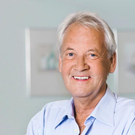Portrait Dr. med. Gebhard Karrer, Facharzt für Gynäkologie und Geburtshilfe.